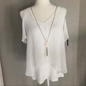 NWT white cold shoulder top with pendant BCX